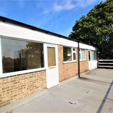 Rent this 2 bed apartment on Londis in 62-64 Oak Road, East Staffordshire DE13 8LS
