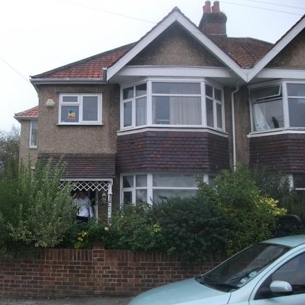 Rent this 6 bed house on 41 Ripstone Gardens in Southampton SO17 3RA, United Kingdom