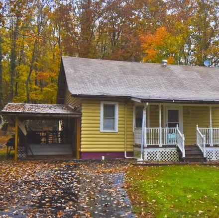 Rent this 3 bed loft on Cramer Rd in Bushkill, PA