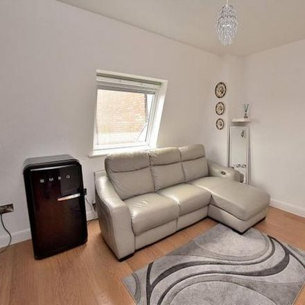 Rent this 1 bed apartment on Barber Shop in West Street, Dunstable LU6 1TA