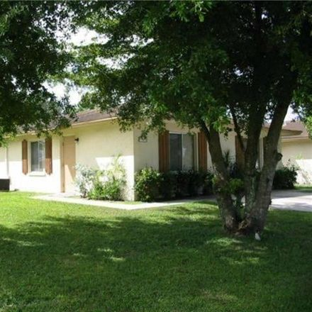 Rent this 2 bed duplex on 1st St in Fort Myers, FL