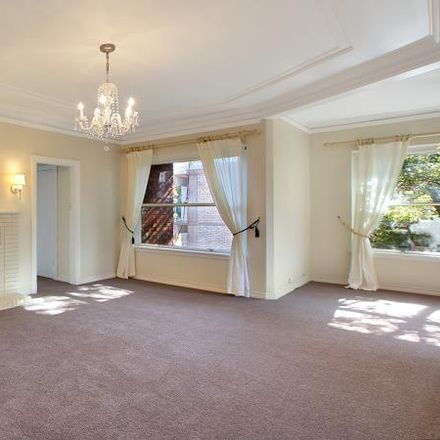 Rent this 2 bed apartment on 19/22 Greenoaks Avenue