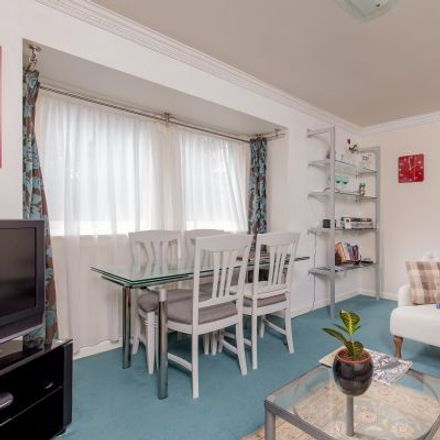 Rent this 3 bed apartment on Tron Square in City of Edinburgh, EH1 1RR