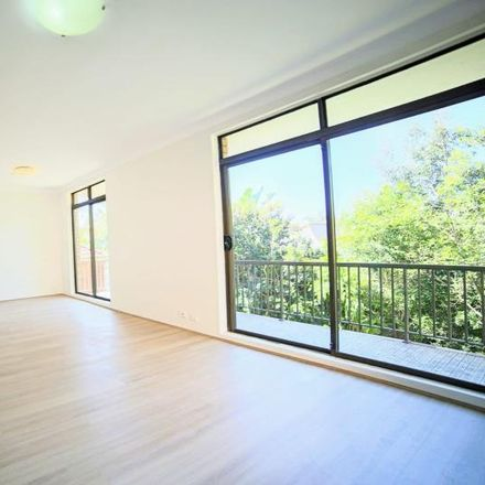 Rent this 4 bed apartment on 3/41 Francis Street