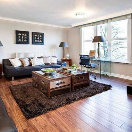 Rent this 3 bed apartment on Park Lodge in Queensmead, London NW8 6RE