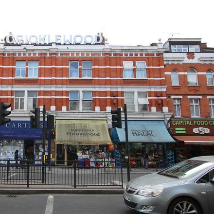 Rent this 3 bed apartment on Carters in Cricklewood Broadway, London NW2 3HT
