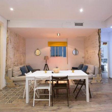 Rent this 5 bed apartment on Col·legi d'Educació Infantil i Primària San Juan de Ribera in Carrer de Ciril Amorós, 3