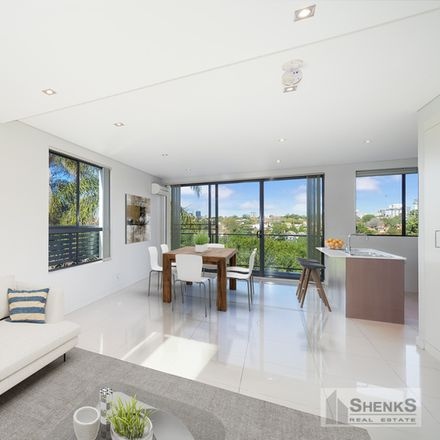 Rent this 3 bed apartment on 5/20 Sailors Bay Road