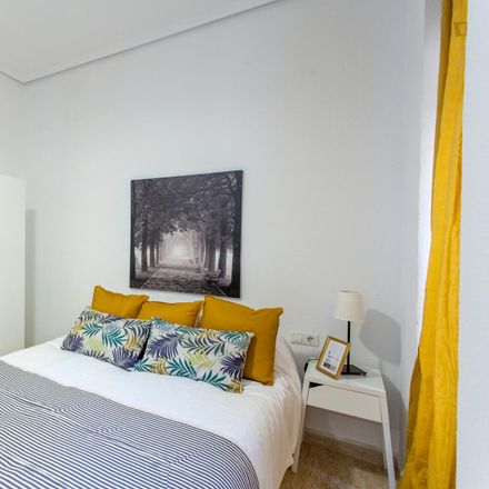 Rent this 2 bed apartment on Carrer dels Vivons in 22, 46006 Valencia