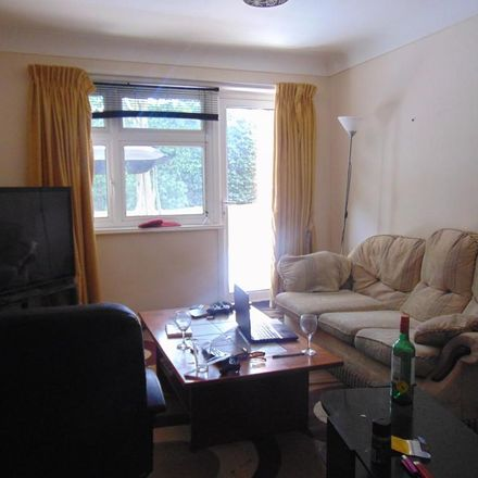 Rent this 3 bed apartment on Bassett Court in Flat 15;16;17;18;19;20;21;22 Bassett Avenue, Southampton SO16 7DR
