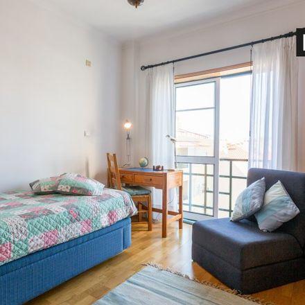 Rent this 3 bed room on Rua da Perdigueira in 2785-504 São Domingos de Rana, Portugal