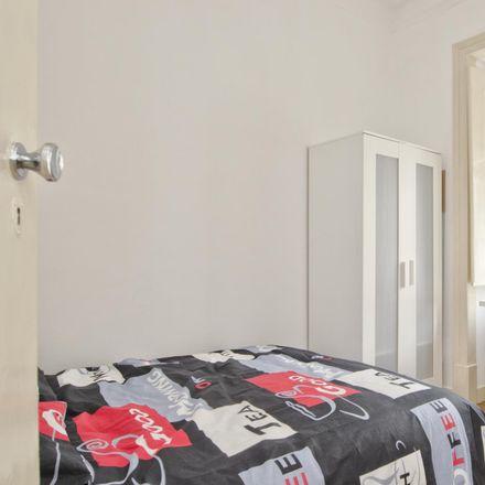 Rent this 5 bed room on Rua da Escola do Exército 26 in 1150-192 Arroios, Portugal