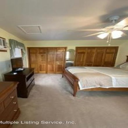Rent this 3 bed house on 418 Robinson Avenue in New York, NY 10312