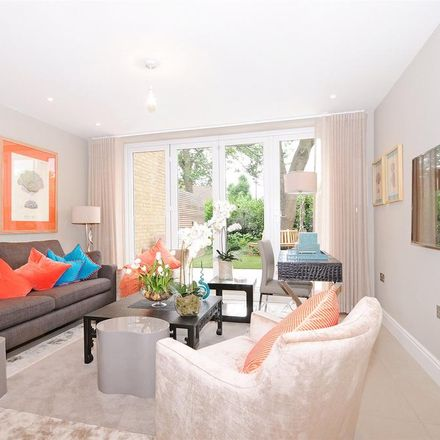 Rent this 3 bed house on Park Lodge in Queensmead, London NW8 6RE