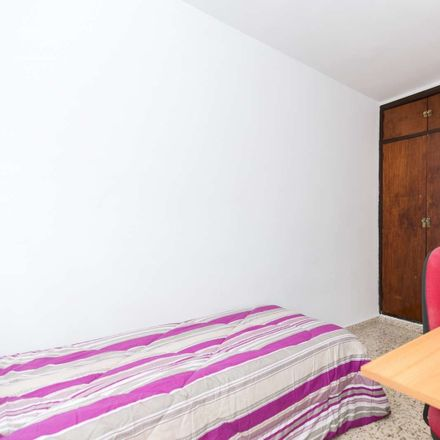 Rent this 2 bed room on Calle Matilde de La Torre in 18011, Granada