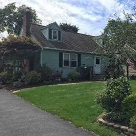 Rent this 4 bed house on 14 Watson Place in Hyde Park, NY 12538