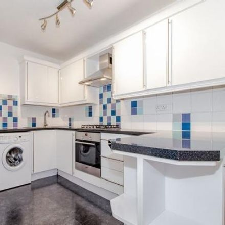Rent this 2 bed apartment on Carswell School in Mayott's Road, Vale of White Horse OX14 5DJ