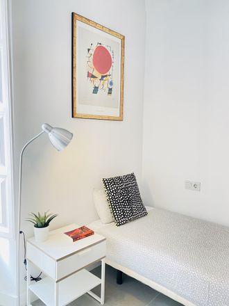 Rent this 2 bed room on Calle Fontiveros in Granada, España