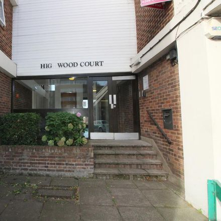Rent this 2 bed apartment on Enterprise in 975 High Road, London N12 8QR