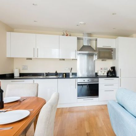 Rent this 4 bed apartment on Trinity Tower in 28 Quadrant Walk, London E14 9JW