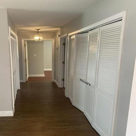 Rent this 3 bed house on 912 Morton Street in Hoffman Estates, Schaumburg Township