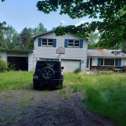 Rent this 3 bed house on 173 Mountainview Rd in Newfoundland, PA