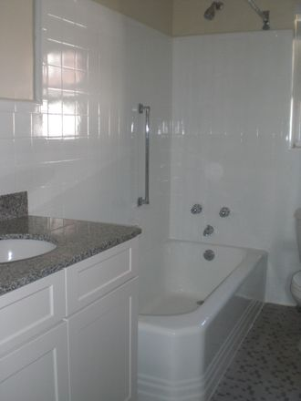 Rent this 2 bed apartment on Kings in North Maple Avenue, Ridgewood