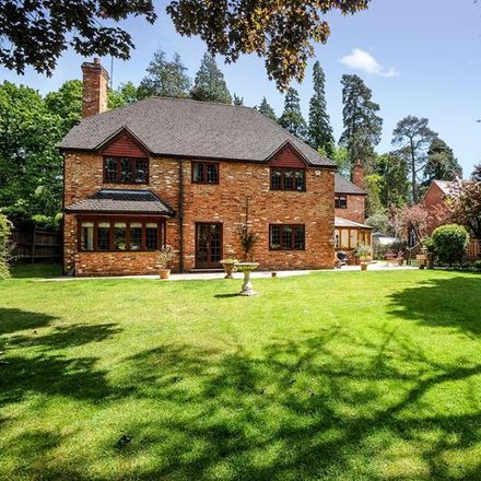 Rent this 5 bed house on St Mary's Hill in Sunninghill SL5 9AS, United Kingdom