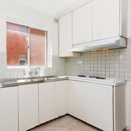 Rent this 2 bed apartment on 4/9 William Street