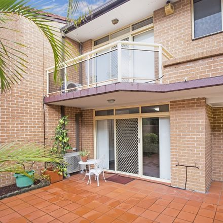 Rent this 3 bed townhouse on 23 Council Street