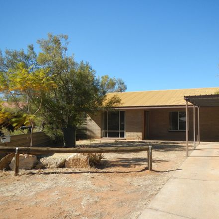 Rent this 3 bed house on 1/7 Teatree Court