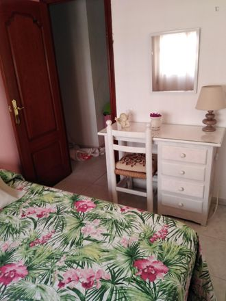 Rent this 2 bed room on Autoservicio Rosa in Calle Arcángel San Rafaél, 4