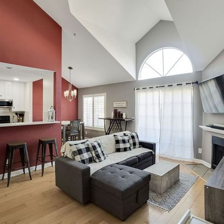 Rent this 2 bed loft on Ohio Avenue in Long Beach, CA 90804