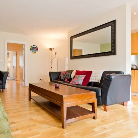 Rent this 4 bed apartment on Citibank in 1 North Wall Quay, North Dock