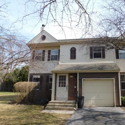 Rent this 3 bed townhouse on 831 Perry Drive in Algonquin, IL 60102