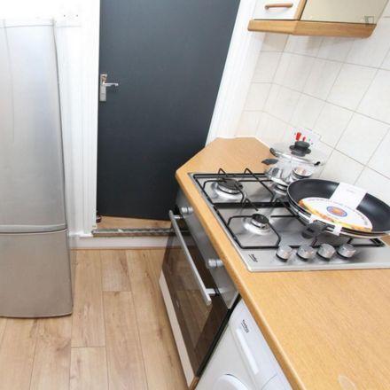 Rent this 3 bed room on Mildmay Road in London N1, United Kingdom