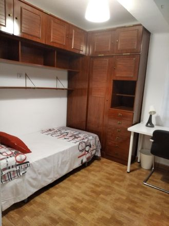 Rent this 3 bed room on Lar Gallego de Sevilla in Calle Padre Méndez Casariego, 41018 Seville