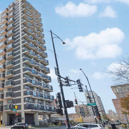 Rent this 2 bed condo on Granville Tower in 6166 North Sheridan Road, Chicago