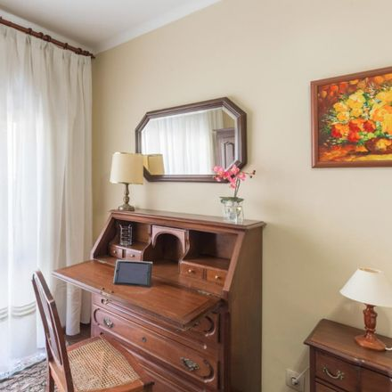 Rent this 3 bed room on Rua da Fonte de Contumil in 44350-198 Campanhã, Portugal