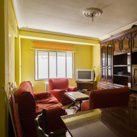 Rent this 3 bed apartment on Calle Edison in 24, 32