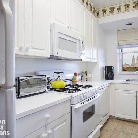 Rent this 1 bed condo on 5th Ave in New York, NY