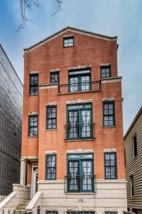 Rent this 2 bed condo on West Roscoe Street in Chicago, IL 60657