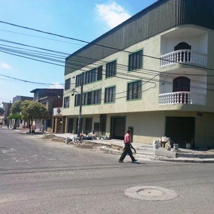Rent this 3 bed apartment on Calle 32 in Comuna 8, Perímetro Urbano Santiago de Cali