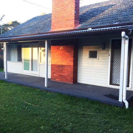 Rent this 5 bed house on 67 University Drive