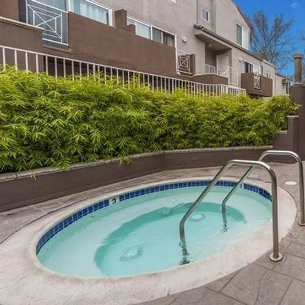 Rent this 1 bed loft on 355 North Maple Street in Burbank, CA 91505