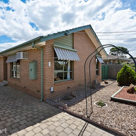 Rent this 3 bed house on 8 Charinga Drive