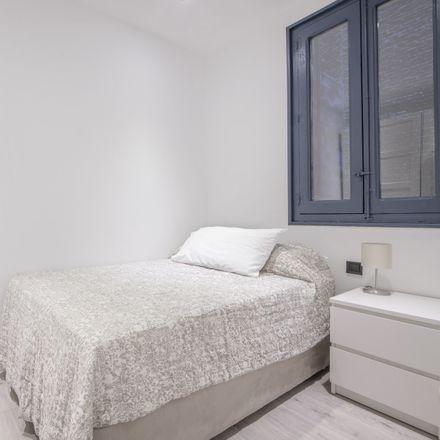 Rent this 3 bed room on El Rincón Asturiano in Calle de las Delicias, 28001 Madrid