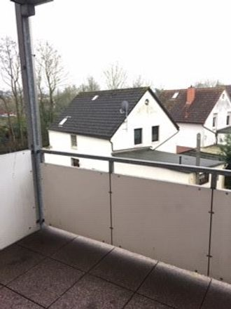 Rent this 3 bed apartment on Jahnstraße in 26919 Brake, Germany
