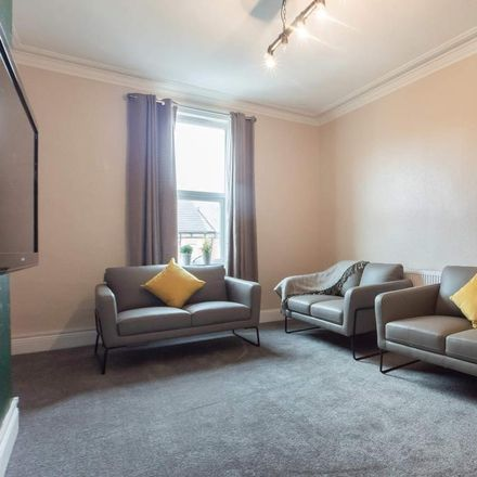 Rent this 6 bed apartment on Brudenell Street in Leeds LS6 1EX, United Kingdom