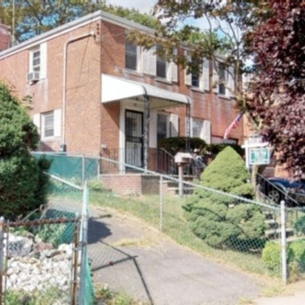 Rent this 3 bed house on Tompkins St in Staten Island, NY